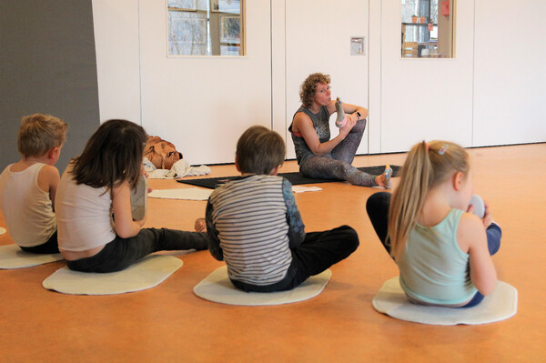 Clinic Yoga op school